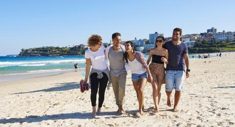 Friends on the Beach, Bondi