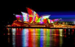 Mathemagie erleuchtet das Sydney Opera House während Vivid Sydney 2018. Künstler: Jonathan Zawada
